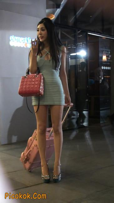 大搔货刚小希来了(第二季):蓝色包臀深V爆乳,同样的高跟鞋90