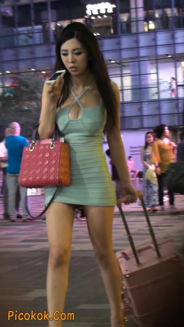 大搔货刚小希来了(第二季):蓝色包臀深V爆乳,同样的高跟鞋98