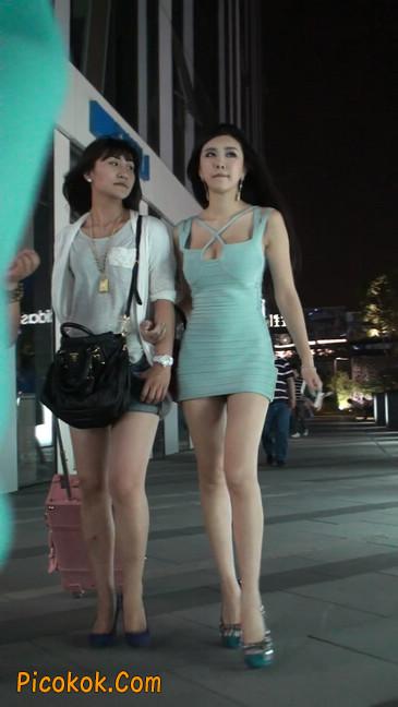 大搔货刚小希来了(第二季):蓝色包臀深V爆乳,同样的高跟鞋103