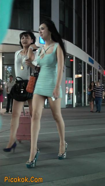 大搔货刚小希来了(第二季):蓝色包臀深V爆乳,同样的高跟鞋105