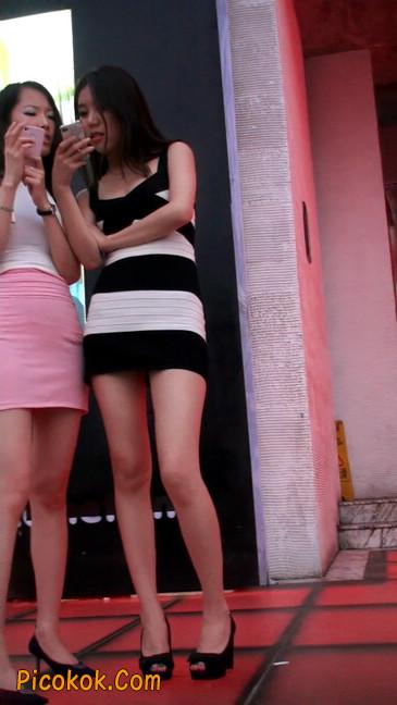 街拍夜店门口的性感超短裙极品美女13
