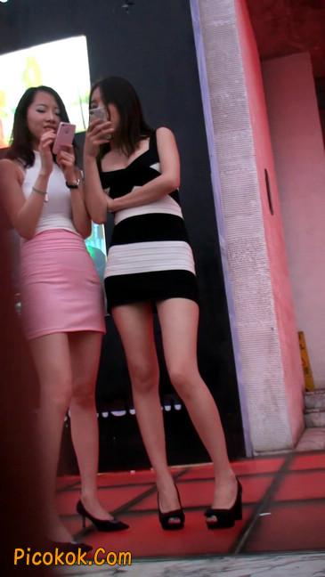 街拍夜店门口的性感超短裙极品美女15