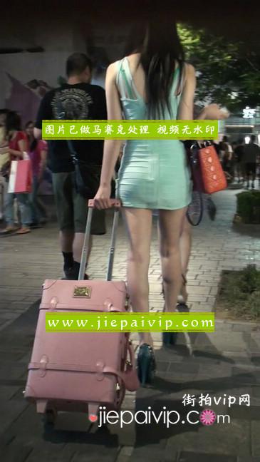 大搔货刚小希来了(第二季):蓝色包臀深V爆乳,同样的高跟鞋8