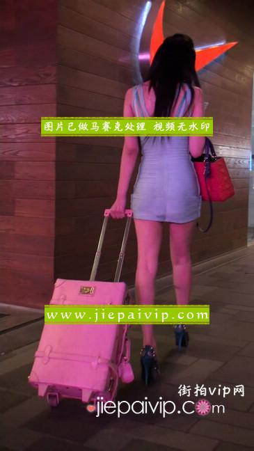 大搔货刚小希来了(第二季):蓝色包臀深V爆乳,同样的高跟鞋14