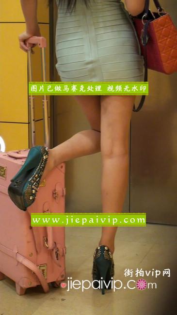 大搔货刚小希来了(第二季):蓝色包臀深V爆乳,同样的高跟鞋16