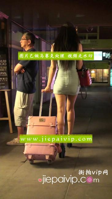 大搔货刚小希来了(第二季):蓝色包臀深V爆乳,同样的高跟鞋20