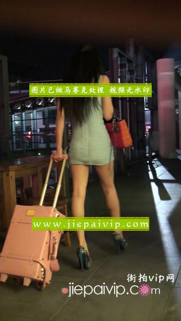 大搔货刚小希来了(第二季):蓝色包臀深V爆乳,同样的高跟鞋21