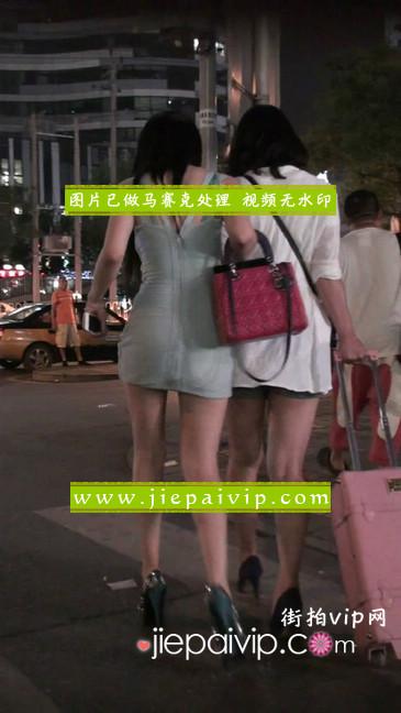 大搔货刚小希来了(第二季):蓝色包臀深V爆乳,同样的高跟鞋32