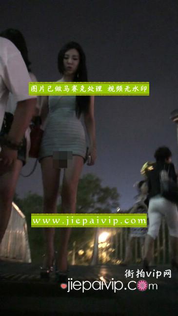 大搔货刚小希来了(第二季):蓝色包臀深V爆乳,同样的高跟鞋35
