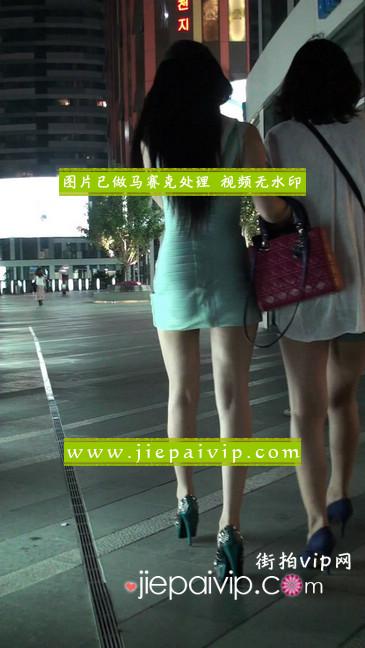 大搔货刚小希来了(第二季):蓝色包臀深V爆乳,同样的高跟鞋37
