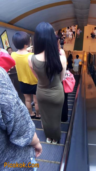 少妇穿着贴身的裙子,内裤都印出来了噢2