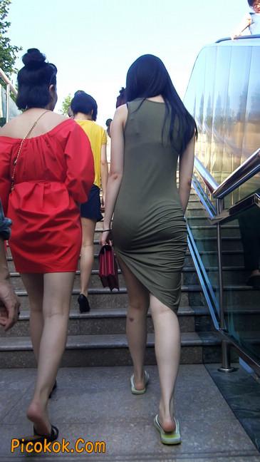 少妇穿着贴身的裙子,内裤都印出来了噢5