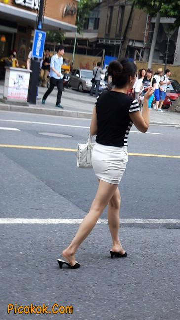 极品紧身短裙少妇,短裙又紧又短,实在按捺不住1