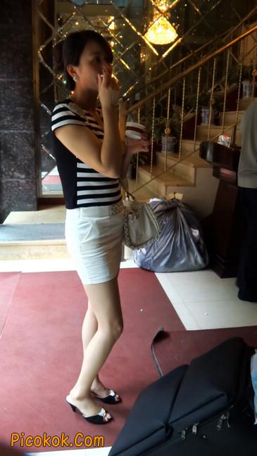 极品紧身短裙少妇,短裙又紧又短,实在按捺不住11