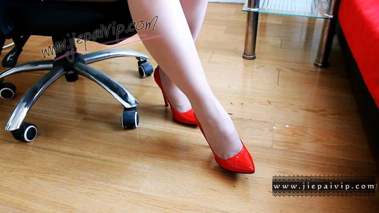 短片501-Vivian的亮红色经典款高跟船鞋