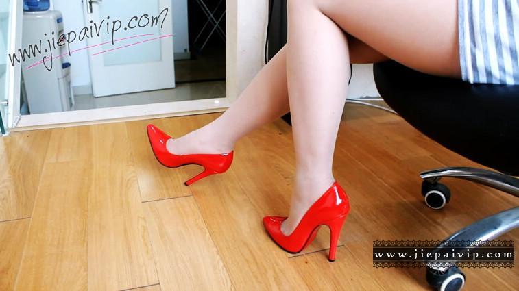 短片501-Vivian的亮红色经典款高跟船鞋4