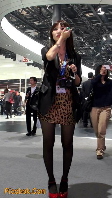 豹纹短裙,红色高跟的黑丝极品少妇1