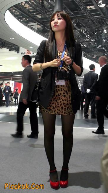 豹纹短裙,红色高跟的黑丝极品少妇2