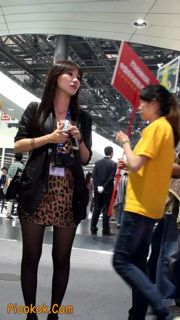 豹纹短裙,红色高跟的黑丝极品少妇3