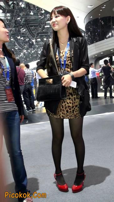 豹纹短裙,红色高跟的黑丝极品少妇5