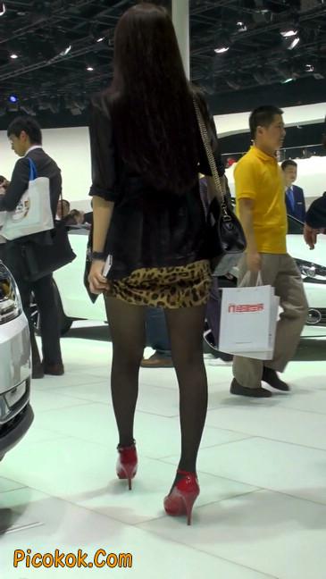 豹纹短裙,红色高跟的黑丝极品少妇6
