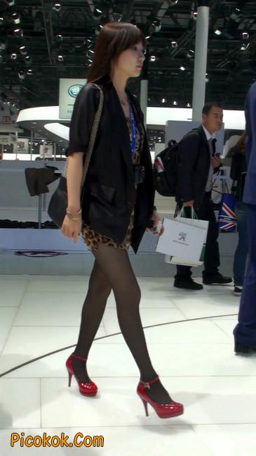 豹纹短裙,红色高跟的黑丝极品少妇10