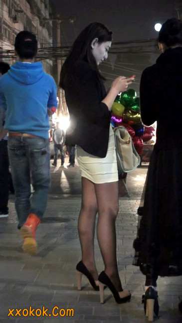 黑丝短裙紧身包臀的清纯美女,实际上并不清纯4