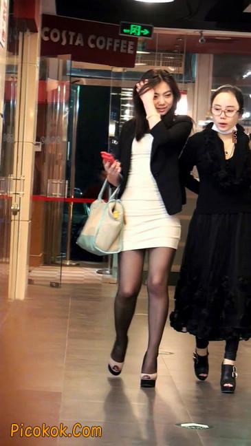 黑丝短裙紧身包臀的清纯美女,实际上并不清纯18