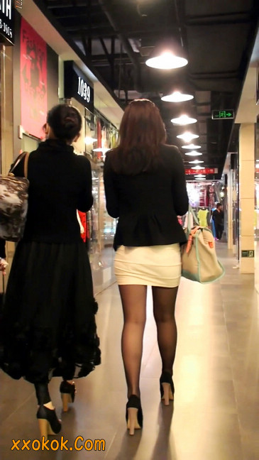 黑丝短裙紧身包臀的清纯美女,实际上并不清纯23