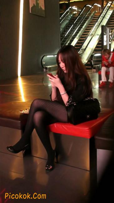 丝丝会最新街拍视频作品之玩手机的美女