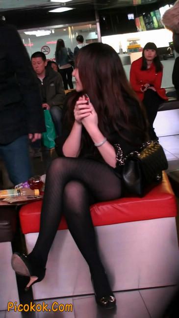 丝丝会最新街拍视频作品之玩手机的美女7