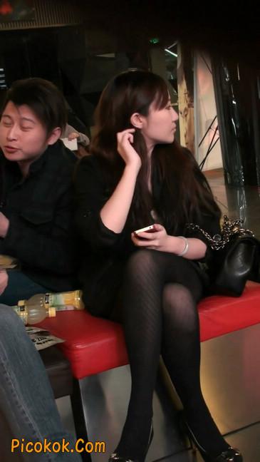 丝丝会最新街拍视频作品之玩手机的美女10