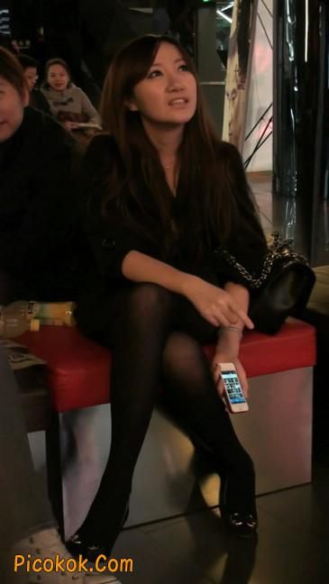 丝丝会最新街拍视频作品之玩手机的美女11