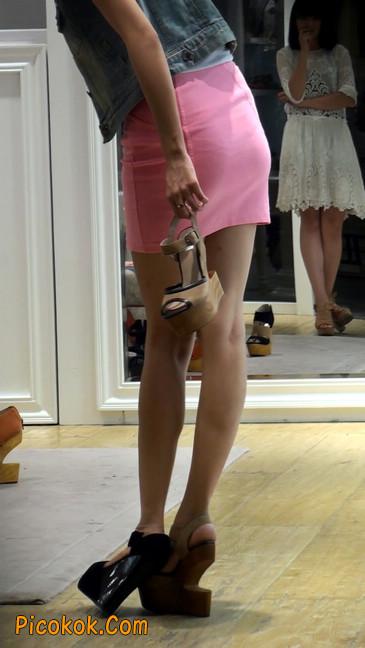 街拍紧身超短裙,极品身材,骨子里其实很放荡19