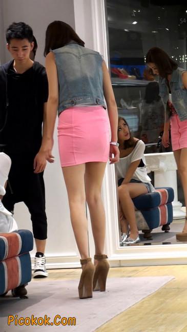 街拍紧身超短裙,极品身材,骨子里其实很放荡26