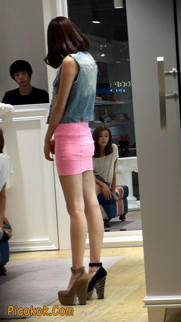 街拍紧身超短裙,极品身材,骨子里其实很放荡29