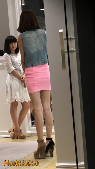 街拍紧身超短裙,极品身材,骨子里其实很放荡35