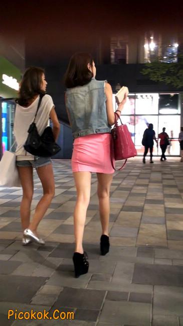 街拍紧身超短裙,极品身材,骨子里其实很放荡36