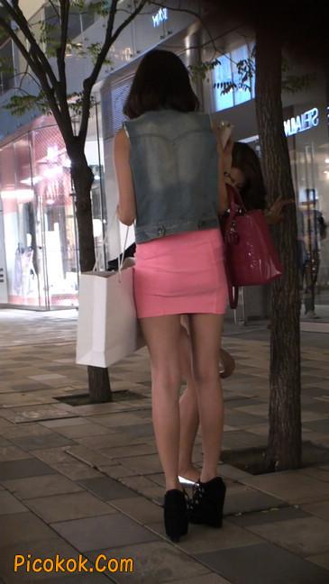 街拍紧身超短裙,极品身材,骨子里其实很放荡37