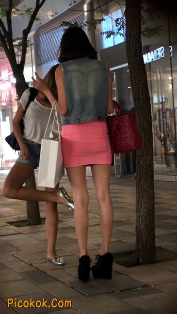 街拍紧身超短裙,极品身材,骨子里其实很放荡39
