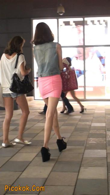 街拍紧身超短裙,极品身材,骨子里其实很放荡41
