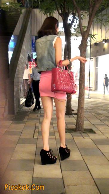 街拍紧身超短裙,极品身材,骨子里其实很放荡45