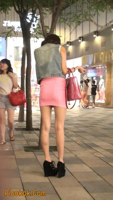 街拍紧身超短裙,极品身材,骨子里其实很放荡47