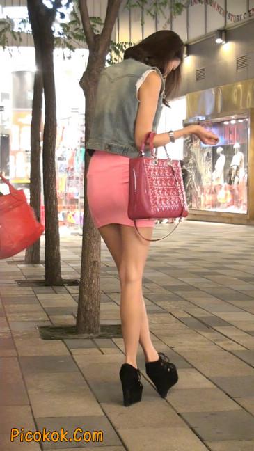 街拍紧身超短裙,极品身材,骨子里其实很放荡48