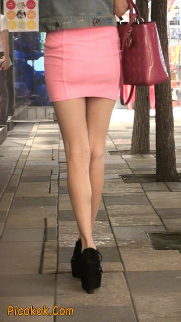 街拍紧身超短裙,极品身材,骨子里其实很放荡49