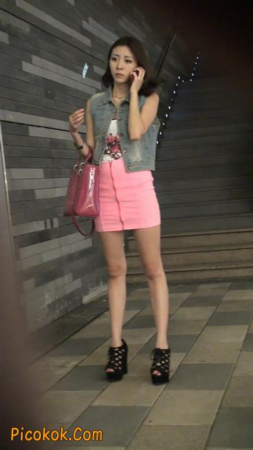 街拍紧身超短裙,极品身材,骨子里其实很放荡55