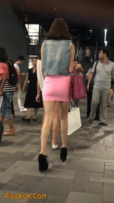 街拍紧身超短裙,极品身材,骨子里其实很放荡62