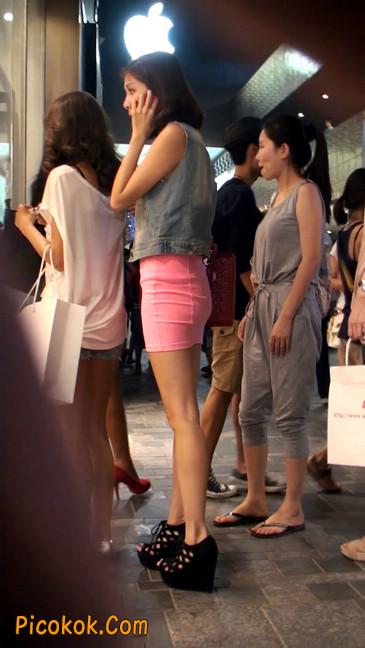 街拍紧身超短裙,极品身材,骨子里其实很放荡63