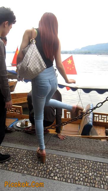 穿着紧身牛仔裤的性感撩人长腿美女11