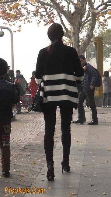街拍,身材超赞的极品少妇1